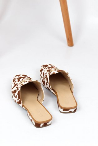 Mule Cow Print Caramelo
